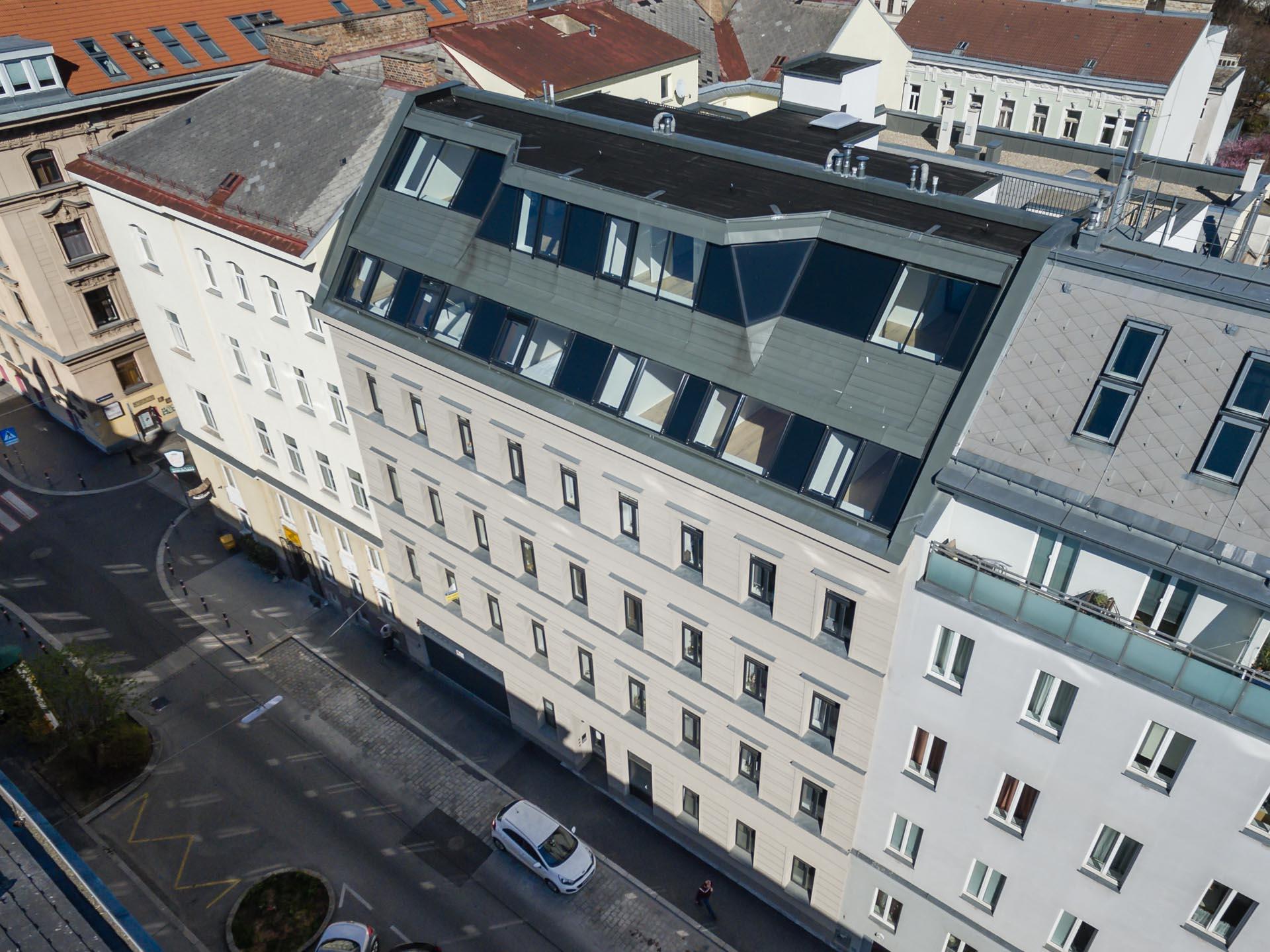 AVEST Immobilie in der Hollergasse 40, 1150 Wien. Straßenseite, Aufnahme von oben
