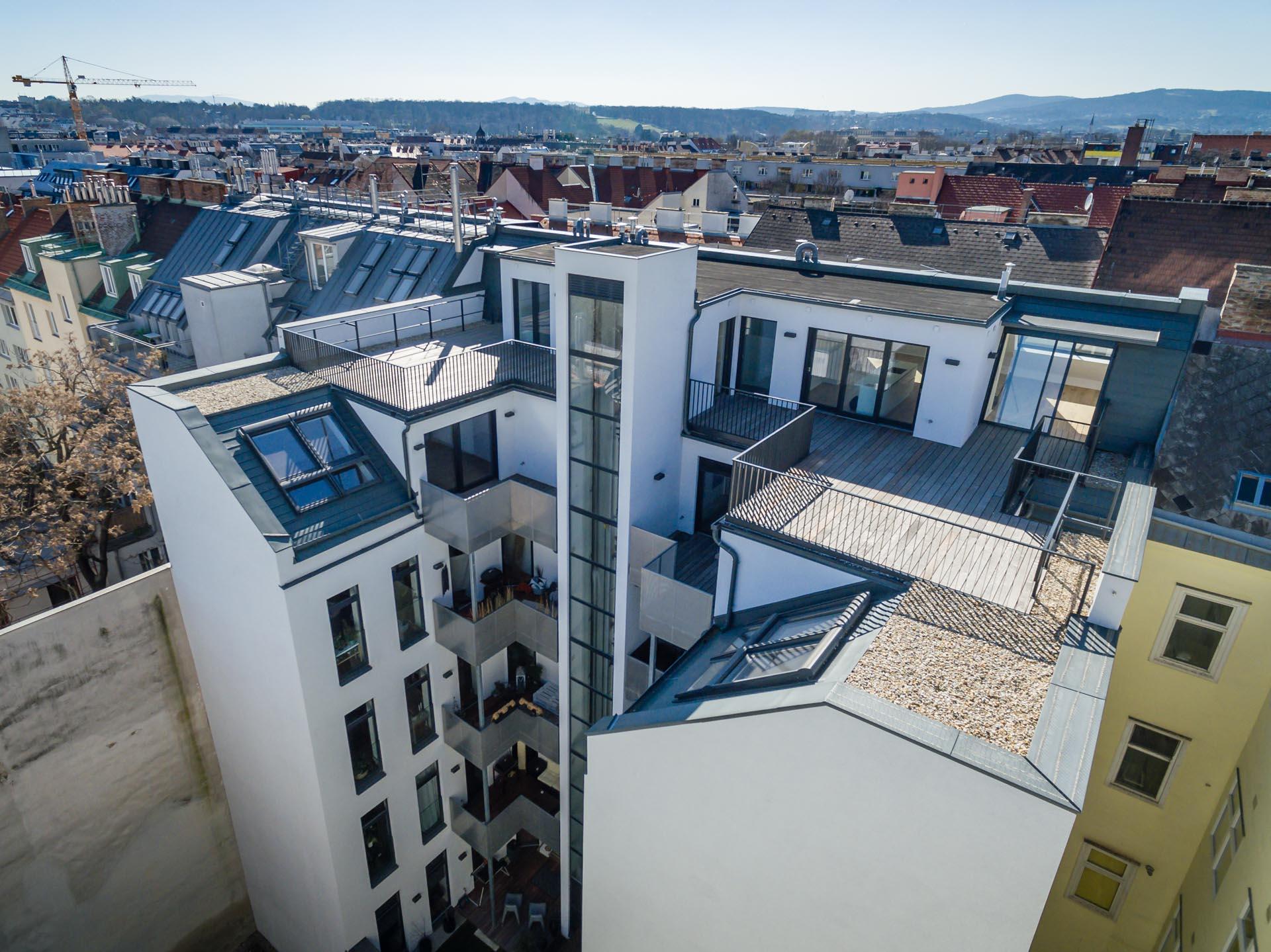 AVEST Immobilie in der Hollergasse 40, 1150 Wien. Innenhof, Aufnahme von oben