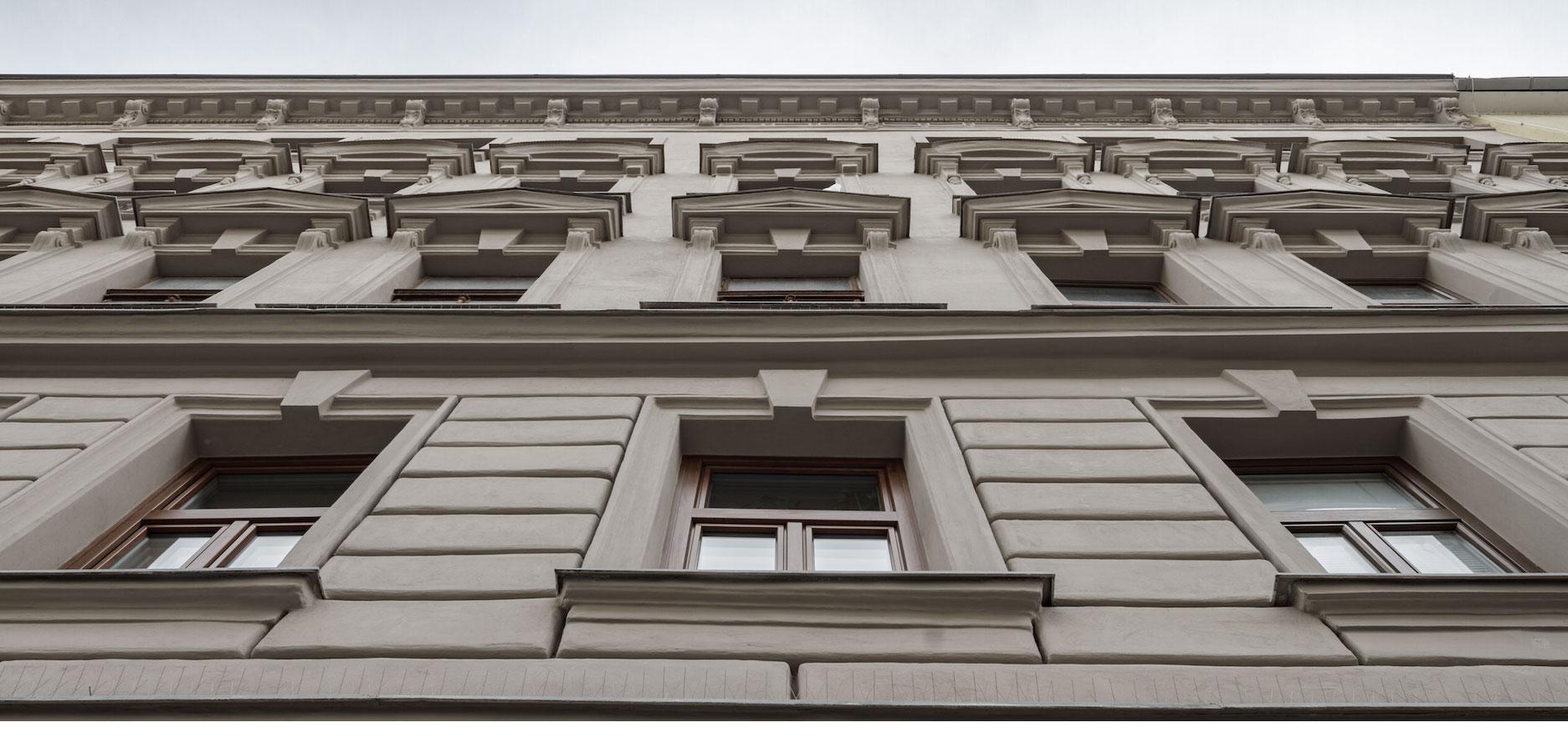 AVEST - Immobilie in der Arbeitergasse, 1050 Wien, Außenaufnahmen der Fassade mit Blick nach oben
