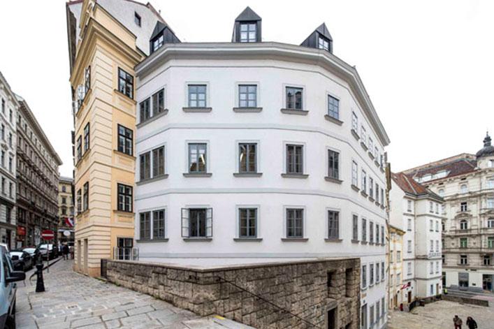 AVEST Immobilie Am Gestade 1, 1010 Wien. Dachgeschoßausbau mit Aufzugseinbau und Sanierung der allg. Teile des Hauses.